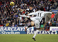 Photo: Paul Thomas.<br />Bolton Wanderers v Manchester City. The Barclays Premiership. 21/01/2006.<br />Man City's Joey Barton (L) competes for the ball with Ricardo Gardner.