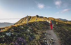 THEMENBILD - Wanderer auf dem Weg vom Stemmkogel Richtung Hacklbergseen, aufgenommen am 31. August 2019, Hinterglemm, Österreich // Hikers on the way from Stemmkogel towards Hacklberg lakes on 2019/08/31, Hinterglemm, Austria. EXPA Pictures © 2019, PhotoCredit: EXPA/ Stefanie Oberhauser