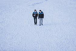 31.12.2020, Olympiaschanze, Garmisch Partenkirchen, GER, FIS Weltcup Skisprung, Vierschanzentournee, Garmisch Partenkirchen, Qualifikation, Herren, im Bild Helfer // Volunteers during qualification jump of men's Four Hills Tournament of FIS Ski Jumping World Cup at the Olympiaschanze in Garmisch Partenkirchen, Germany on 2020/12/31. EXPA Pictures © 2020, PhotoCredit: EXPA/ JFK