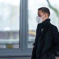 26.11.2020, Trainingsgelaende am wohninvest WESERSTADION - Platz 12, Bremen, GER, 1.FBL, Werder Bremen Training<br /> <br /> Werder Spieler kommen am Donnerstag mittag mit CORONA Alltagsmasken (Mund-Nasen-Bedeckung) zum  Abschusstraining vor dem Auswaertsspiel in Wolfsburg<br /> <br /> Niklas Moisander (Werder Bremen #18 Kapitaen)<br /> <br /> <br /> Foto © nordphoto / Kokenge *** Local Caption ***