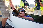 Ryohei Komori bij de finish van de vierde racedag. In Battle Mountain (Nevada) wordt ieder jaar de World Human Powered Speed Challenge gehouden. Tijdens deze wedstrijd wordt geprobeerd zo hard mogelijk te fietsen op pure menskracht. Het huidige record staat sinds 2015 op naam van de Canadees Todd Reichert die 139,45 km/h reed. De deelnemers bestaan zowel uit teams van universiteiten als uit hobbyisten. Met de gestroomlijnde fietsen willen ze laten zien wat mogelijk is met menskracht. De speciale ligfietsen kunnen gezien worden als de Formule 1 van het fietsen. De kennis die wordt opgedaan wordt ook gebruikt om duurzaam vervoer verder te ontwikkelen.<br /> <br /> In Battle Mountain (Nevada) each year the World Human Powered Speed Challenge is held. During this race they try to ride on pure manpower as hard as possible. Since 2015 the Canadian Todd Reichert is record holder with a speed of 136,45 km/h. The participants consist of both teams from universities and from hobbyists. With the sleek bikes they want to show what is possible with human power. The special recumbent bicycles can be seen as the Formula 1 of the bicycle. The knowledge gained is also used to develop sustainable transport.
