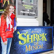 GBR/London/20120510 - Persreis musical Shrek London, Vajen van den Bosch voor het Schrek logo