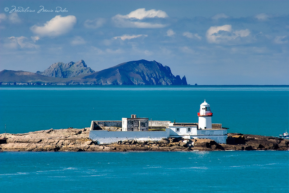 Lighthouse Valentia Island with view on Dingle Peninsula County Kerry Landscapes Ireland / vl025