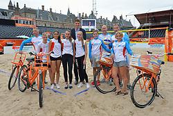 26-06-2015 NED: WK Beach volleyball on tour, Den Haag<br /> BvdGF en Nederlandse Volleybal Bond (Nevobo) organiseren van 24 t/m 27 juni 2015 een driedaagse fietstocht door Nederland. Tijdens deze tocht worden er WK-beachvolleyballen uitgereikt aan diverse beachvolleybalverenigingen, (basis)scholen, bedrijven en organisaties / Team Den Haag deed ook de De Haagse Sporttuin Schilderswijk aan - Team Den Haag geeft de Mikasa bal af aan toernooidirecteur Bas van de Goor