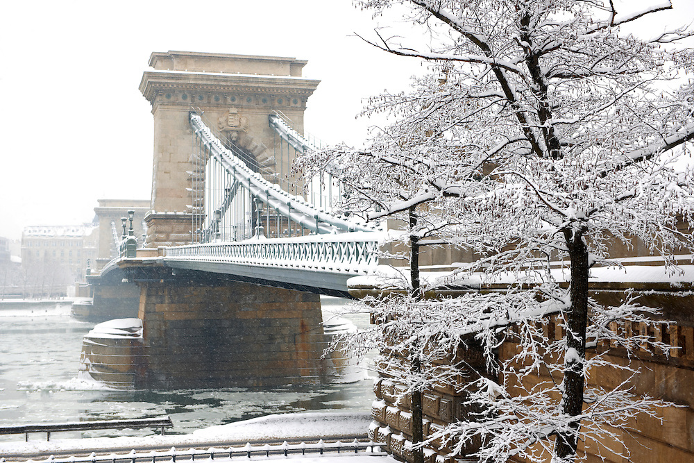 South  side of the Szechenyi lánchíd (Chain Bridge) in the winter snow looking towards the castle district. Budapest Hungary stock photos. .<br /> <br /> Visit our HUNGARY HISTORIC PLACES PHOTO COLLECTIONS for more photos to download or buy as wall art prints https://funkystock.photoshelter.com/gallery-collection/Pictures-Images-of-Hungary-Photos-of-Hungarian-Historic-Landmark-Sites/C0000Te8AnPgxjRg