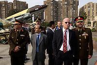 09 DEC 2004, CAIRO/EGYPT:<br /> Peter Struck (2.v.R.), SPD, Bundesverteidigungsminister, besucht mit aegyptischen Offizieren ein Kriegsmuseum, als ungeplanter Programmpunkt einer Reise nach Aegypten<br /> IMAGE: 20041209-01-069<br /> KEYWORDS: Gize, Ägypten, Kairo