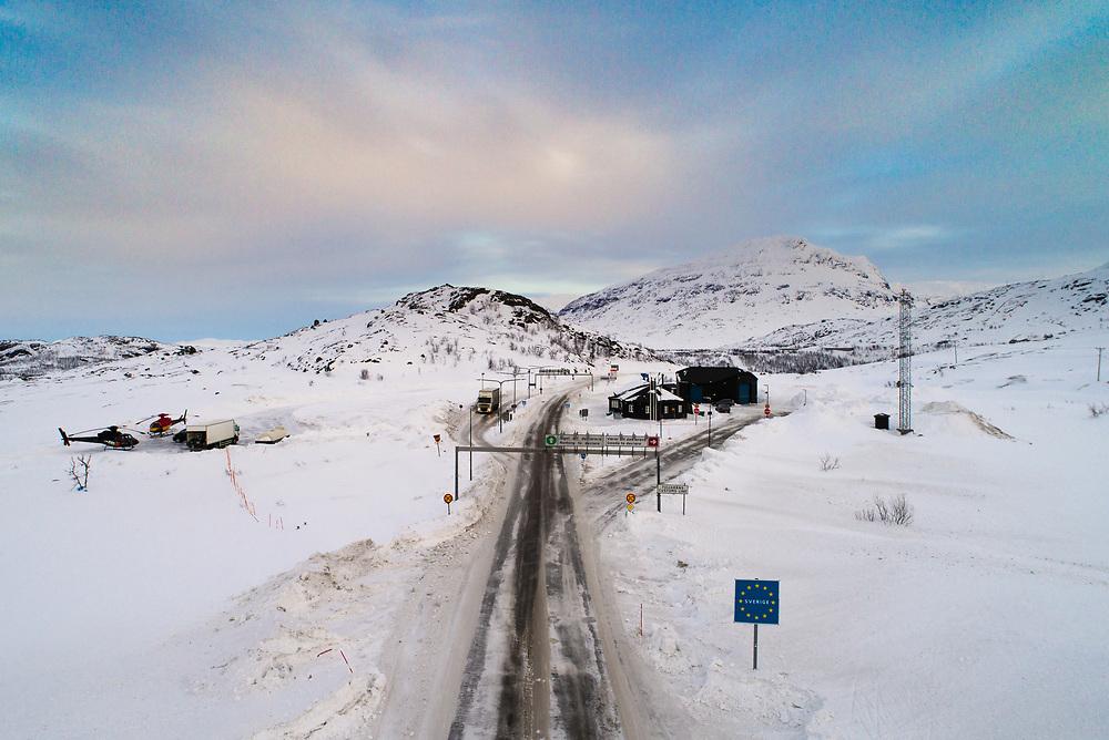 Oversiktsbilde som viser grensen mot Sverige ved Bjørnfjell tollstasjon (Narvik kommune), sett fra Norge mot Sverige.
