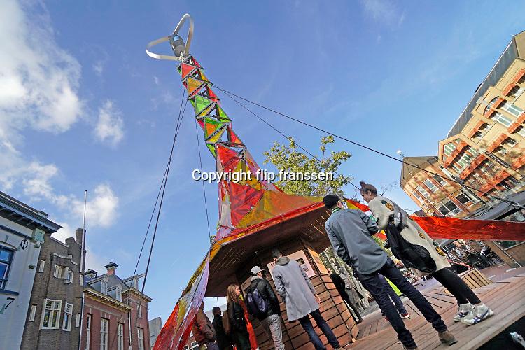 Nederland, the Netherlands, Eindhoven, 27-10-2019 Tijdens de Dutch designweek kan het publiek het eindexamenwerk zien van de studenten van de designacademie. Projecten van alle afgestudeerden van Design Academy. Ook is er een beurs met innovatieve producten en ideeen. Alles is te zien in o.a de oude fabrieken van Philips, het industrieel erfgoed van de stad. Ook veel aandacht voor robotisering, privacy issues en big data toepassingen. Hiet zitten veel startups, jonge bedrijfjes die iets nieuws in de markt willen zetten. FOTO: FLIP FRANSSEN