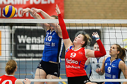 20170430 NED: Eredivisie, VC Sneek - Sliedrecht Sport: Sneek<br />Carlijn Ghijssen - Jans (10) of Sliedrecht Sport, Nienke Tromp (9) of VC Sneek <br />©2017-FotoHoogendoorn.nl / Pim Waslander