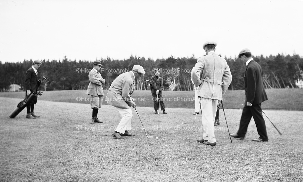 0706-A71 Gearhart, Oregon. Sunday August 23, 1931, golf
