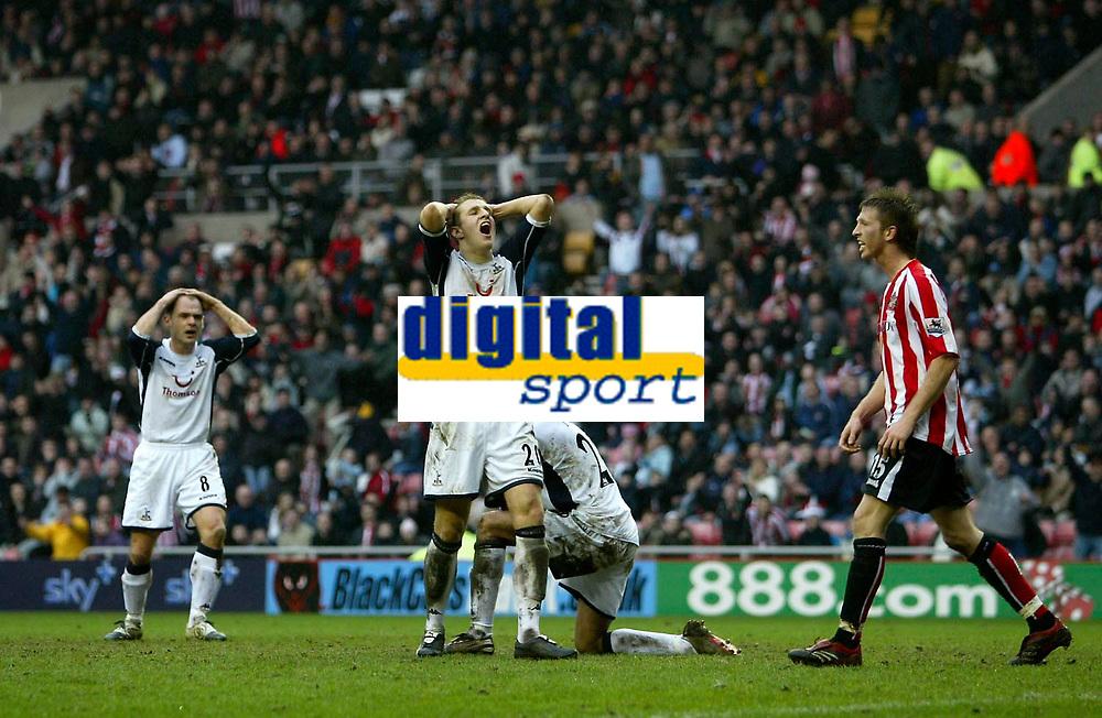 Photo: Andrew Unwin.<br /> Sunderland v Tottenham Hotspur. The Barclays Premiership. 12/02/2006.<br /> Tottenham cannot believe it as Jermaine Jenas (R of C) misses a last-minute chance to score the winner.