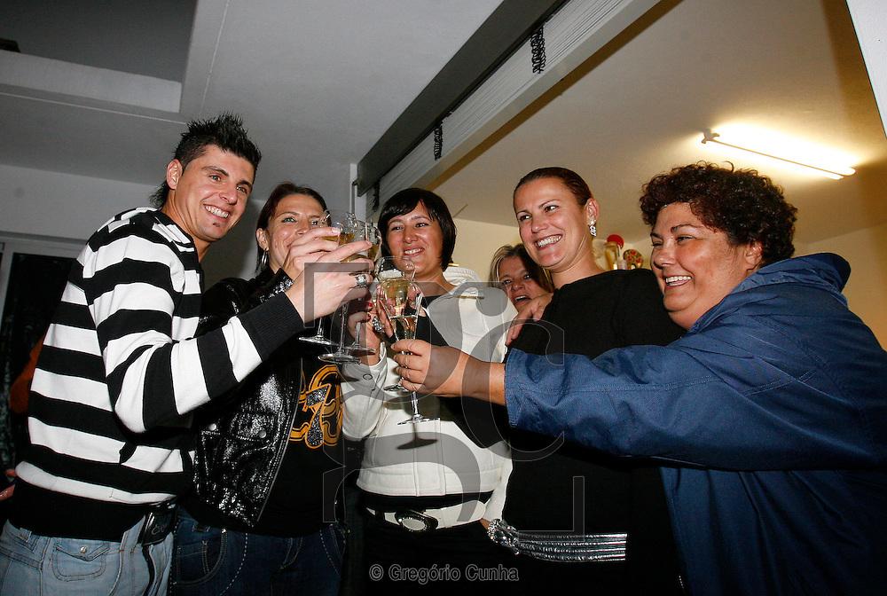 FESTA DO DO TITULO DE MELHOR DO MUNDO FIFA NA CASA DA MAE DE CRISTIANO RONALDO.FOTO GREGORIO CUNHA