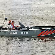 Politieboot Lund met Martin Molenaar op zoek naar vermiste Huizer Willem Vos bij de Aanloophaven