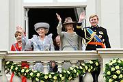 Prinsjesdag 2011 - Paleis Noordeinde Den Haag.  Op Prinsjesdag spreekt het staatshoofd, Koningin Beatrix, de troonrede uit. Daarin geeft de regering aan wat het regeringsbeleid zal zijn voor het komende jaar.<br /> <br /> Prinsjesdag (English: Prince's Day) is the day on which the reigning monarch of the Netherlands (currently Queen Beatrix) addresses a joint session of the Dutch Senate and House of Representatives in the Ridderzaal or Hall of Knights in The Hague. <br /> <br /> Op de foto/ On the Photo<br /> <br /> Koningin Beatrix met Prinses Maxima en Prins Willem Alexander