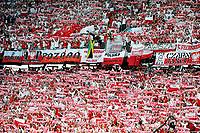 GEPA-0806085509A - KLAGENFURT,AUSTRIA,08.JUN.08 - FUSSBALL - UEFA Europameisterschaft, EURO 2008, Deutschland vs Polen, GER vs POL. Bild zeigt Fans von Polen. Keywords: Fahne, Schal.<br />Foto: GEPA pictures/ Andreas Pranter