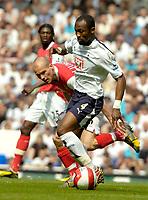 Photo: Ed Godden/Sportsbeat Images.<br /> Tottenham Hotspur v Arsenal. The Barclays Premiership. 21/04/2007. Arsenal's Freddie Ljungberg (L), approaches Didier Zokora.