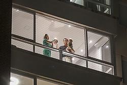 Porto Alegre, RS - 26/03/2020: Porto-alegrenses cantaram parabéns nas janelas pelo aniversário de 248 anos da Capital. Na foto: Nelson Marchezan Júnior e Tainá Vidal. Foto: Jefferson Bernardes/PMPA
