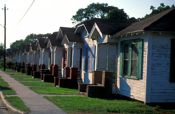 Stock photo of a neighborhood in The Houston Heights