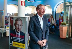 19.04.2018, Getreidegasse, Salzburg, AUT, Landtagswahl in Salzburg 2018, OeVP Wahlkampfschlussveranstaltung, im Bild Wilfried Haslauer (OeVP) // Wilfried Haslauer (OeVP) during a campaign event of the OeVP Party for the State election in Salzburg 2018. Getreidegasse in Salzburg, Austria on 2018/04/19. EXPA Pictures © 2018, PhotoCredit: EXPA/ JFK
