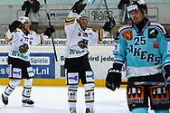 05.03.2011, Rapperswil-Jona, Eishockey NLA, Rapperswil-Jona Lakers - HC Lugano, Mark Popovic und Colby Genoway (LUG) jubeln, Niki Siren (LAK) ist enttaeuscht  (Thomas Oswald/hockeypics)