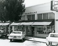 1977 Jurgensen's Grocery on Larchmont Blvd.