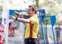 UTRECHT -  Scheidsrechter Paul van de Assum   tijdens   de finale van de play-offs om de landtitel tussen de heren van Kampong en Amsterdam (3-1). Kampong kampong kampioen van Nederland. COPYRIGHT  KOEN SUYK