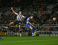 Photo: Andrew Unwin.<br /> Newcastle United v Reading. The Barclays Premiership. 06/12/2006.<br /> Newcastle's Antoine Sibierski (L) directs his header towards the goal.