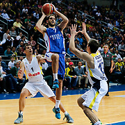 Fenerbahce Ulker's Nikos Zisis (L) and Anadolu Efes's Stratos Perperoglou (C) during their Turkish Basketball League match Fenerbahce Ulker between Anadolu Efes at the Ulker Sports Arena in Istanbul, Turkey, Sunday 26 April, 2015. Photo by Aykut AKICI/TURKPIX
