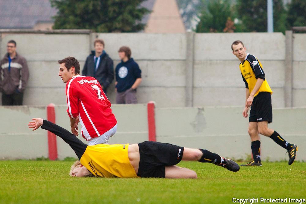 368439-voetbal Heultje tegen Zoerle-Parwijs-Gravin De Merodestraat Heultje-actie 11 Miguel Bruynseels