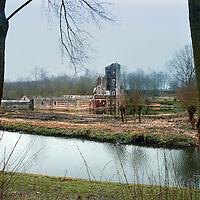 Nederland. Schaesberg. Landgraaf. 8 april 2015.<br /> restauratie Slot Schaesberg.<br /> Op de foto: de slotgracht rond het kasteel.<br /> Foto: Jean-Pierre Jans