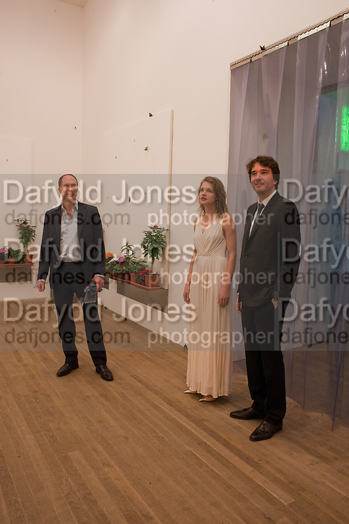 HARRY BLAIN; NATALIA VODIANOVA; ANTOINE ARNAUD, Damien Hirst, Tate Modern: dinner. 2 April 2012.
