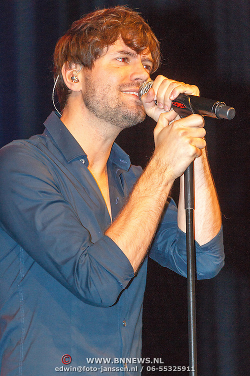 NLD/Bussum/20151106 - Sky Radio's 60 Dagen Superprijzen stoelendans actie, Nick & Simon, Simon Keizer