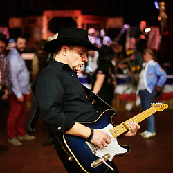 Le chanteur Ian Scott, lors d'une soiree de danse et concert country organisee par l'association Hell's Boots. Villeneuve-Saint-Germain, France. 17 novembre 2019. <br /> Singer Ian Scott, during a Country cance & concert night, held by the Hell's Boots association. Villeneuve-Saint-Germain, France. November 17, 2019.