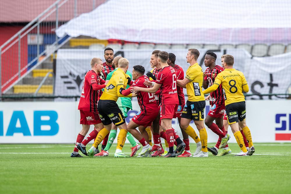 ÖSTERSUND 20210919<br /> Bråk i slutminuterna av matchen under söndagens fotbollsmatch i allsvenskan mellan Östersunds FK och IF Elfsborg på Jämtkraft Arena.<br /> Foto: Per Danielsson / TT / kod 11910
