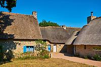 France, Loire-Atlantique (44), Parc Naturel Régional de Brière, Saint-Lyphard, hameau de Kérhinet entièrement restauré par le Parc, maison typique au toit de chaume // France, Loire-Atlantique, regional parc of Brière, Saint-Lyphard