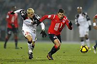 FOOTBALL - FRENCH CHAMPIONSHIP 2010/2011 - L1 - LILLE OSC v RC LENS - 29/01/2011 - PHOTO JEAN MARIE HERVIO / DPPI - EDEN HAZARD (LOSC) / YOHAN DEMONT (RCL)