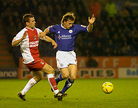 Fotball<br /> Foto: SBI/Digitalsport<br /> NORWAY ONLY<br /> <br /> Leicester City v Coventry City<br /> Coca Cola Championship. 08/11/2004.<br /> <br /> Leicester City's David Connolly (R) finds a way past Coventry's Florent Laville