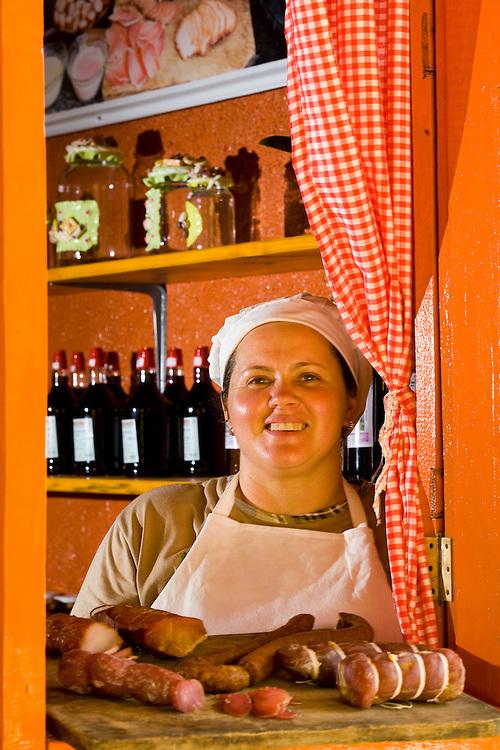 Venda Nova do Imigrante_ES, Brasil...Mulhere da familia Brioshi cozinhando...A woman of the Brioshi family cooking...Foto: LEO DRUMOND / NITRO