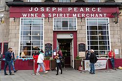 Edinburgh, Scotland, UK. 9 June 2020.  Joseph Pearce pub on Leith Walk is open for drinks to takeaway from the door. Iain Masterton/Alamy Live News