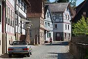 Straße mit Fachwerkhäusern, Fürth im Odenwald, Odenwald, Hessen, Deutschland | Street with half-timbered houses, Fürth im Odenwald, Odenwald, Hesse, Germany