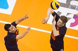 17-04-2016 NED: Play off finale Abiant Lycurgus - Seesing Personeel Orion, Groningen<br /> Abiant Lycurgus is door het oog van de naald gekropen tijdens het eerste finaleduel om het landskampioenschap. De Groningers keken in een volgepakt MartiniPlaza tegen een 0-2 achterstand aan tegen Seesing Personeel Orion, maar mede dankzij invaller Gino Naarden kwam Lycurgus langszij en pakte het de wedstrijd met 3-2 / Stijn Held #3 of Orion, Dik Heusinkveld #2 of Orion