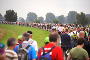 Nederland, Groesbeek, 23-7-2009Deelnemers aan de 4daagse, vierdaagse,  lopen op de derde dag, de dag van Groesbeek, o.a over de zevenheuvelenweg via de dijk bij Mook. Het is de zwaarste dag vanwege de heuvels en dit jaar bepaalde de regen het beeld. Ook was er de melding van een eerste geval van mexicaanse griep.The International Four Day Marches Nijmegen (or Vierdaagse) is the largest marching event in the world. It is organized every year in Nijmegen mid-July as a means of promoting sport and exercise. Participants walk 30, 40 or 50 kilometers daily, and on completion, receive a royally approved medal (Vierdaagsekruis). The participants are mostly civilians, but there are also a few thousand military participants. In 2004 a restriction on the maximum number of registrations is set for the first time. The maximum number of 47,000 registrations then has been reached within 6 weeks. More than a hundred countries have been represented in the Marches over the years.Foto: Flip Franssen/Hollandse Hoogte