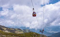 THEMENBILD - Seilbahn Gondeln am Kitzsteinhorn, aufgenommen am 16. Juli 2019 in Kaprun, Österreich // Cable car gondolas at the Kitzsteinhorn, Kaprun, Austria on 2019/07/16. EXPA Pictures © 2019, PhotoCredit: EXPA/ JFK