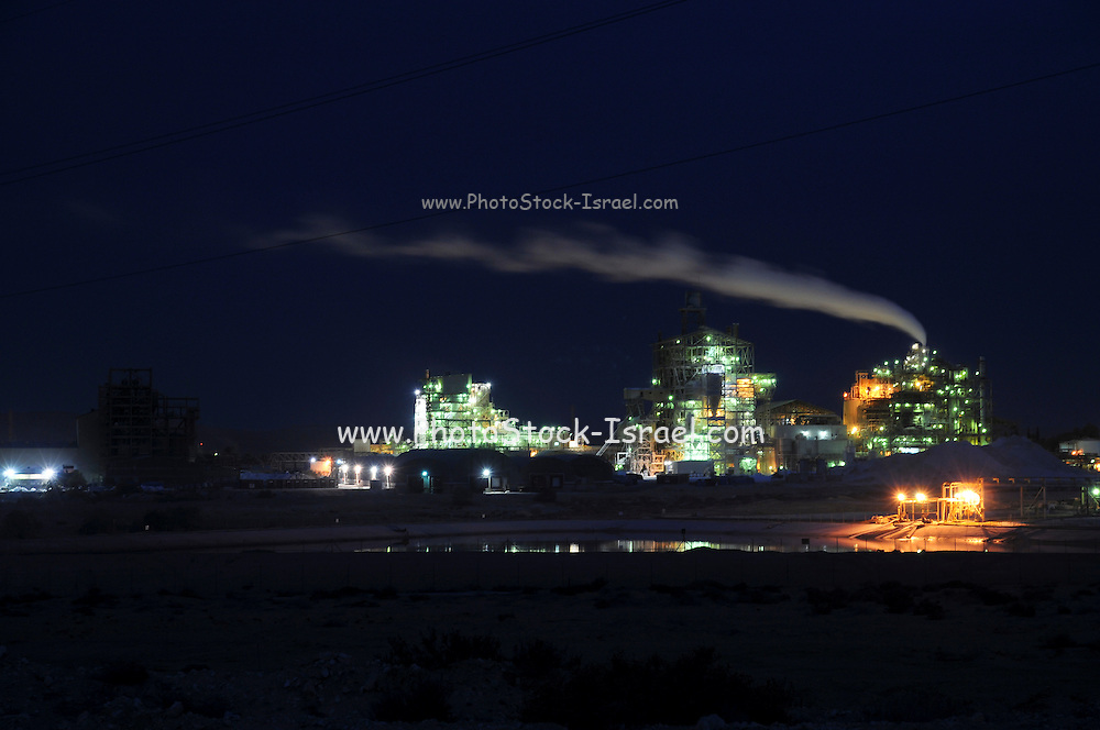 Israel, Aravah, The Mishor Rotem Industrial Park. The Rotem Amfert Negev LTD phosphate plant at night