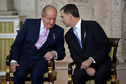 18.06.2014, Royal Palace, Madrid, ESP, Abdankung König Juan Carlos, Unterzeihnung der Abdankungspapiere, im Bild King Juan Carlos of Spain and Prince Felipe de Borbon // during the official abdication ceremony at the Royal Palace in Madrid, Spain on 2014/06/18. EXPA Pictures © 2014, PhotoCredit: EXPA/ Alterphotos/ Pool<br /> <br /> *****ATTENTION - OUT of ESP, SUI*****