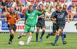 FODBOLD: Jonas Rohrberg (Helsingør) følges af Michael Larsen (NKF) under kampen i Kvalifikationsrækken, pulje 1, mellem Elite 3000 Helsingør og Nivå-Kokkedal FK den 6. august 2006 på Helsingør Stadion. Foto: Claus Birch