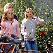 NLD/Amsterdam/20051008 - Sylvia en kinderen Mattia en Mauri, partner Wim Kieft