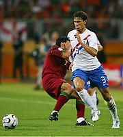 v.l. Luis Figo, Khalid Boulahrouz sieht die gelb rote Karte nach foul an Figo, rødt kort<br /> Fussball WM 2006 Achtelfinale Portugal - Niederlande<br />  Portugal - Nederland<br /> Norway only
