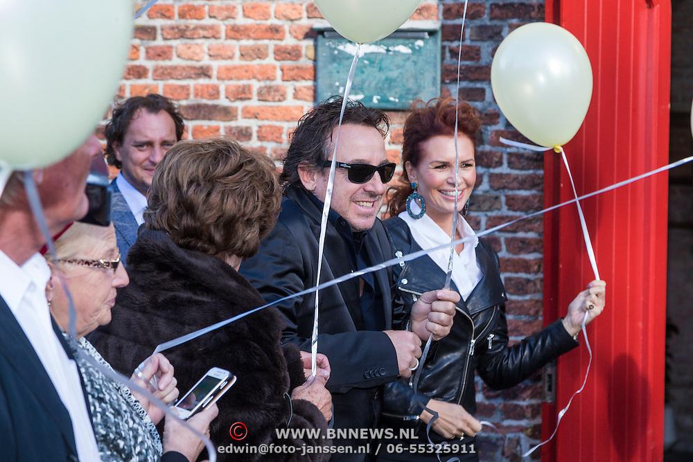 NLD/Laren/20130103 - Huwelijk Laura Ruiters, Leontien Borsato - Ruiters, Marco en moeder Ria