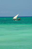 Tanzanie, archipel de Zanzibar, île de Unguja (Zanzibar), depart pour la peche a Nungwi  // Tanzania, Zanzibar island, Unguja, fishing boat at Nungwi